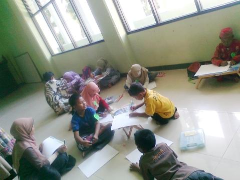 Anak-anak sedang mewarnai bersama-sama