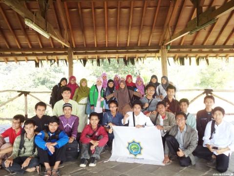 FOTO BERSAMA - Para peserta sekolah pementor tampak 'sumringah' ketika melakukan foto bersama di Gazebo Medan Tempur Kodam IV Diponegoro, Semarang